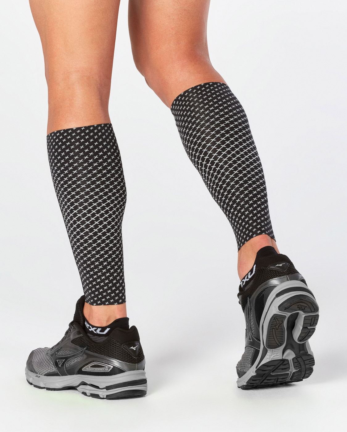 GAMBALI 2XU REFLECT COMPRESSION CALF GUARDS UA4668B BACK.jpg