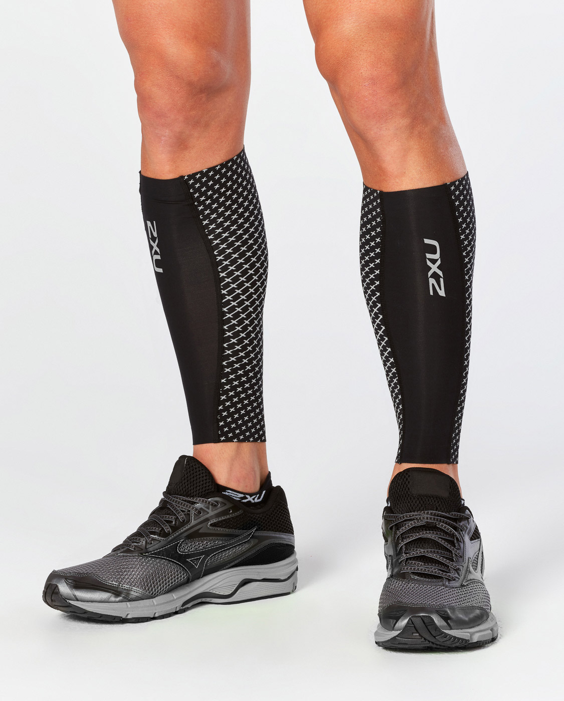 GAMBALI 2XU REFLECT COMPRESSION CALF GUARDS UA4668B.jpg
