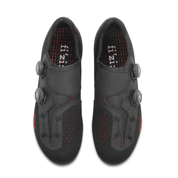 SCARPA CICLISMO FIZIK  INFINITO R1 KNIT BLACK RED UP.jpg